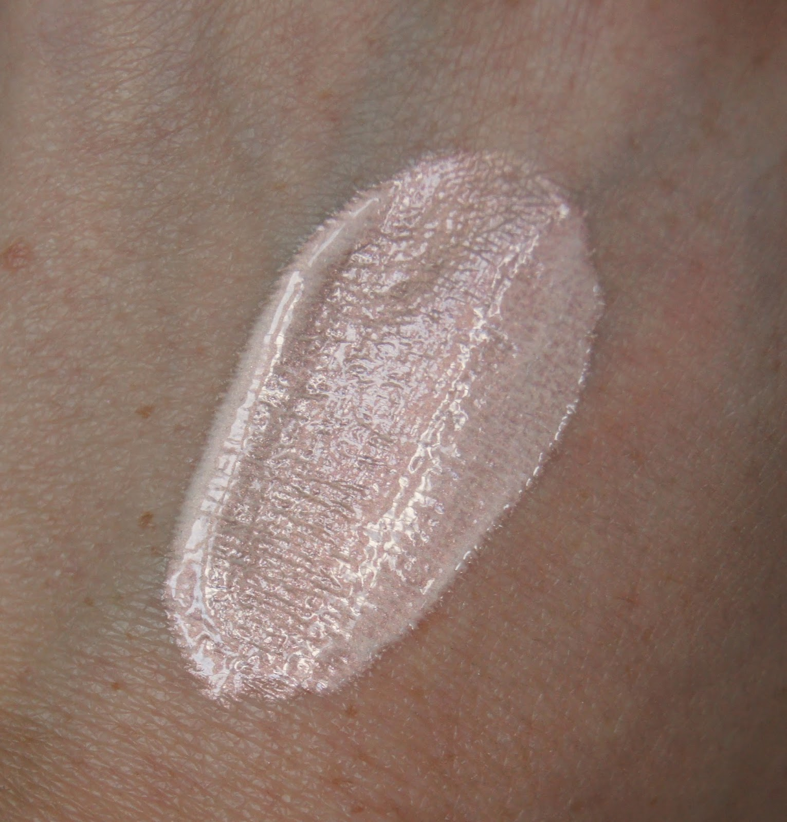 soap and glory hocus pocus flaw softening lotion swatch