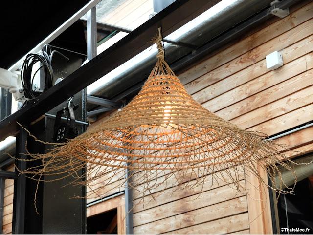 déco suspension lampe luminaire osier chapeau paille, Brunch en Terrasse industrielle à Paris Les Petites Gouttes esplanade Nathalie Sarraute 18eme eco quartier Pujol