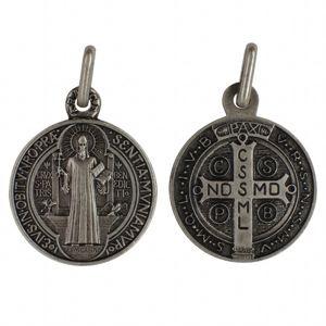 El poder de Cristo contra el demonio se manifiesta vivamente por medio de la medalla de San Benito.