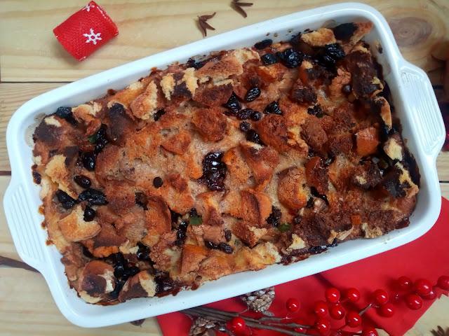 pudin pudding pan duro chocolate pasas arandanos frutos secos fruta escarchada confitada aprovechamiento reciclaje navidad horno leche huevos miel azahar navideño casero fácil sencillo rápido