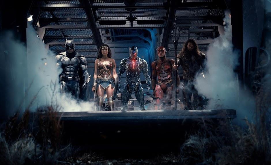 """Artes promocionais de """"Liga da Justiça"""" apresentam os heróis reunidos"""