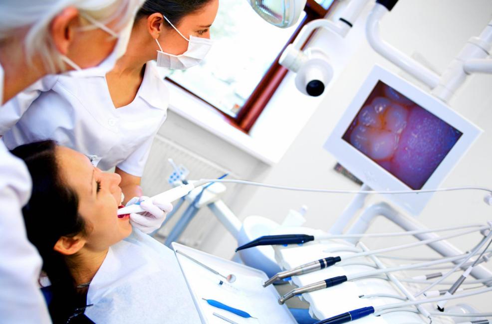 Diabete: un semplice check-up dal dentista può evitare complicanze