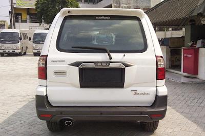 Eksterior Isuzu Panther Touring / Grand Touring Facelift 2013 Tampak Belakang