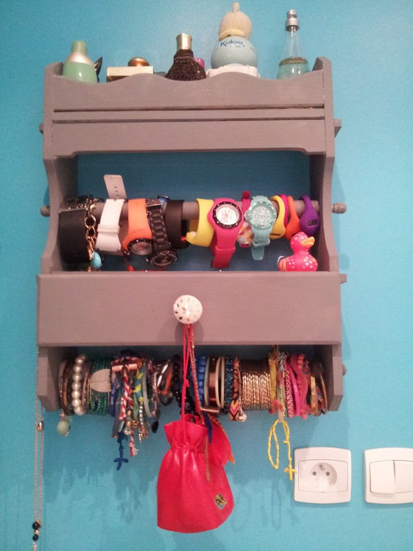 tuto de mon range bijoux mural nali blogueuse. Black Bedroom Furniture Sets. Home Design Ideas