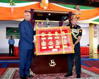 kovind-offers-president-colors-to-ladakh-scouts