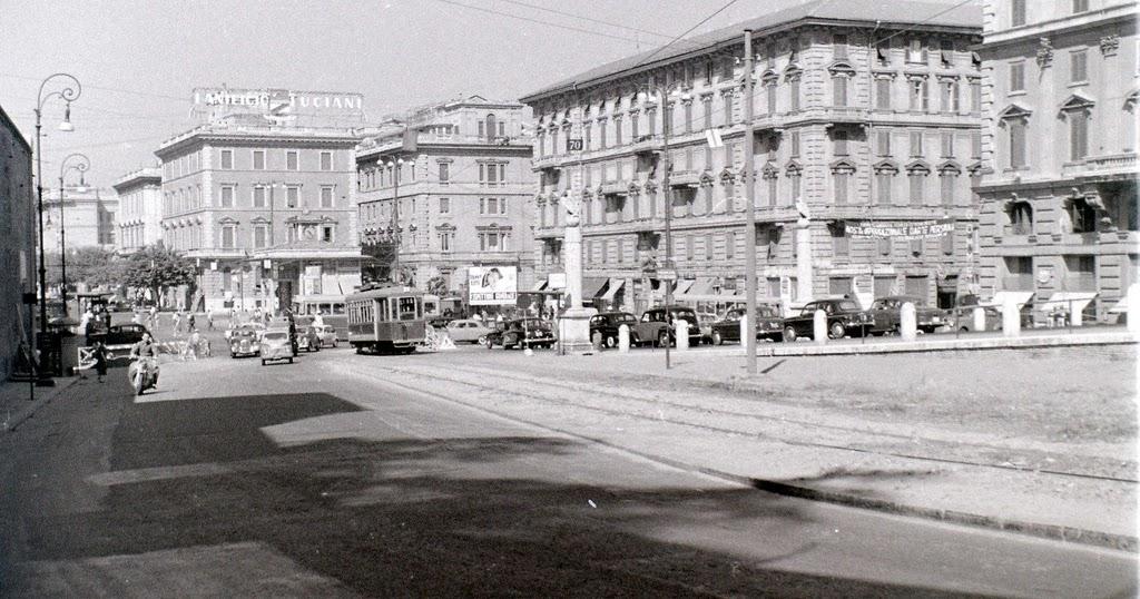 30 Amazing Vintage Snapshots of Street Scenes of Rome in 1956