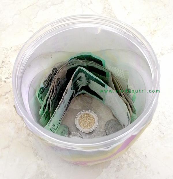 Tabungan uang 20.000 dalam toples