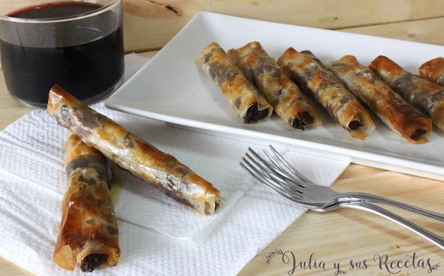 Rollitos de pasta blick rellenos de morcilla y manzana. Julia y sus recetas