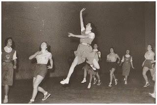 Proyecto 75 años de baloncesto en Álava. A partir del 28/11/18 cada miércoles en El Correo (edición de Álava) Basket%2Bfem