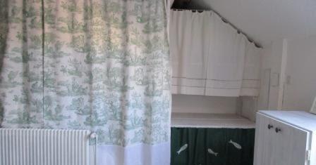 La petite maison de sylvie rideaux dressing en sous pente - Sylvie thiriez rideaux ...