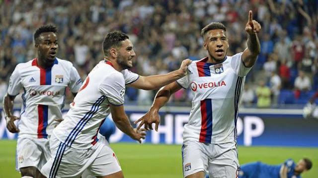 Corentin Tolisso célébrant un but avec l'OL contre le Dinamo Zagreb en Ligue des Champions