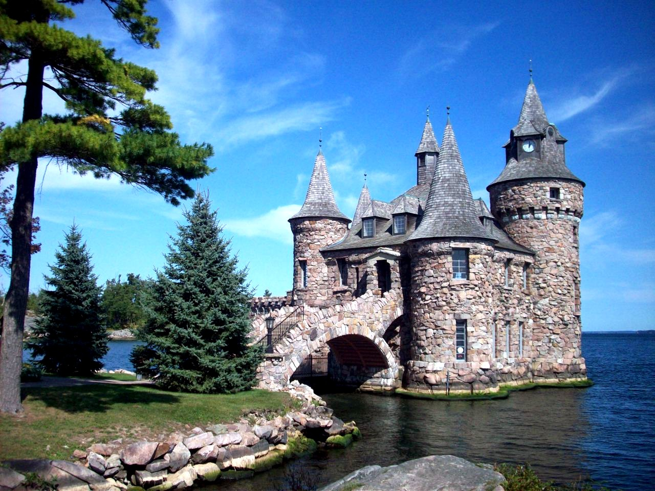 1000 Places To See Before You Die Boldt Castle Pump House