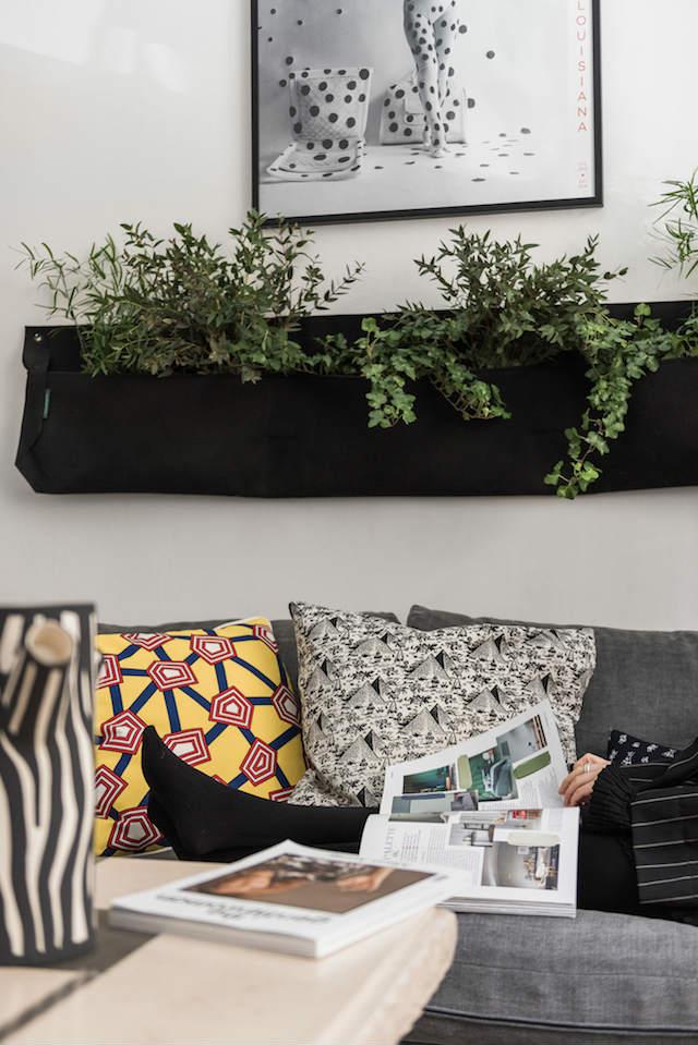 Jardinera sobre el sofá