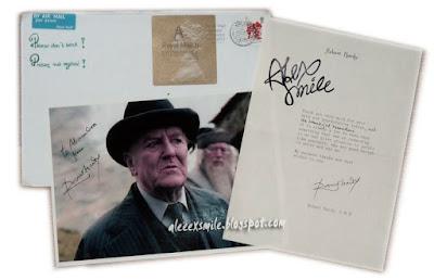 Robert Hardy Autograf  Autograph