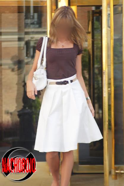 fotografia de exteriores a escort saliendo de un hotel