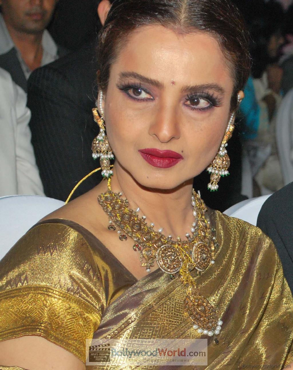 Bollywood Ka Garma Garam Khabar: Hello Madam Re!