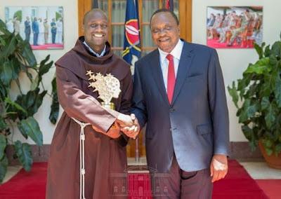 Rais Uhuru Kenyatta ampongeza Peter Tabichi kwa kutwaa tuzo ya mwalimu bora duniani, asimulia alivyopanda ndege kwa mara yake ya kwanza