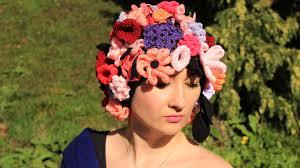 czapka z kwiatow szydelkowych