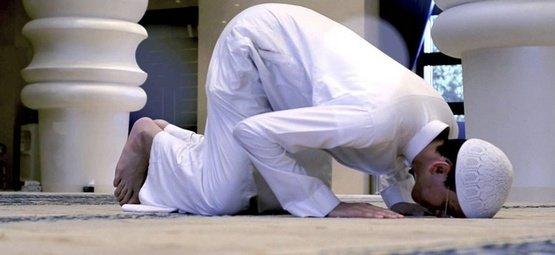 Bersujud di Masjid