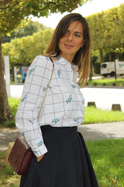 chemise à carreaux zara et jupe bleue sinequanone les petites bulles de ma vie