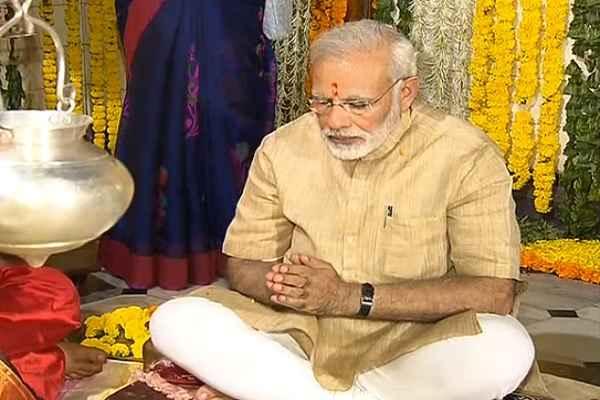 pm-narendra-modi-ask-blessing-bhagwan-baba-hatkeshwar