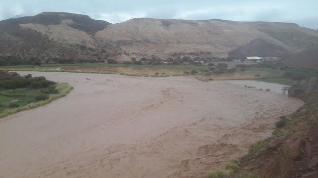 """Der Fluss """"San Juan del Oro"""", der auch an Casa Grande vorbeifließt, hat dort viele Felder überschwemmt. Meine Kirchenarbeiter sind noch dort. Sie wollen am Samstag die ch'alla durchführen das ist eben Teil des andinen Brauchtums."""