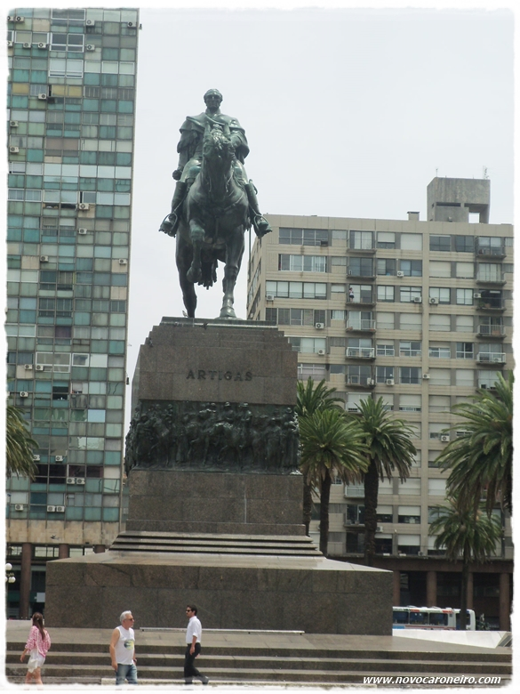 Plaza Independencia - Montevidéu, por novocaroneiro.com
