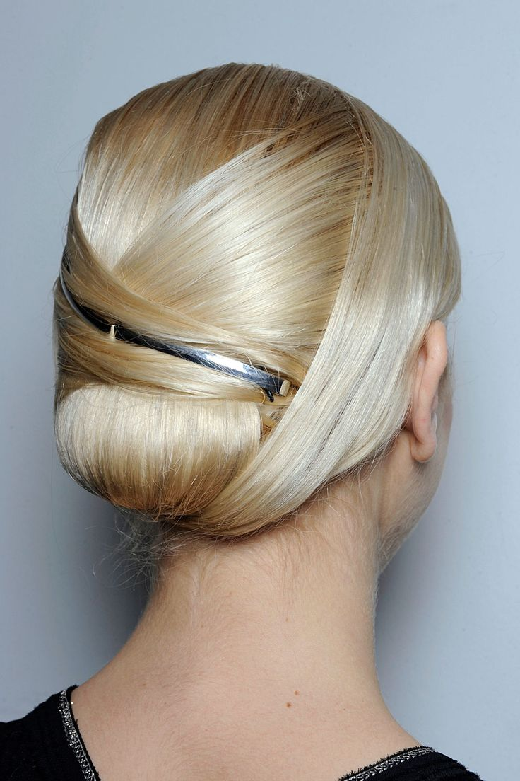 Impressive Chignon Hairstyles For Christmas The Haircut Web
