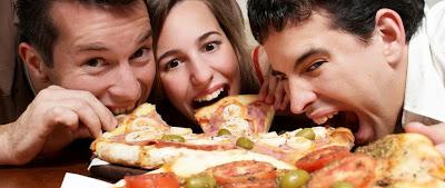 """<img src=""""gente-comiendo.jpg"""" alt=""""por que hay gente que come tanto"""">"""