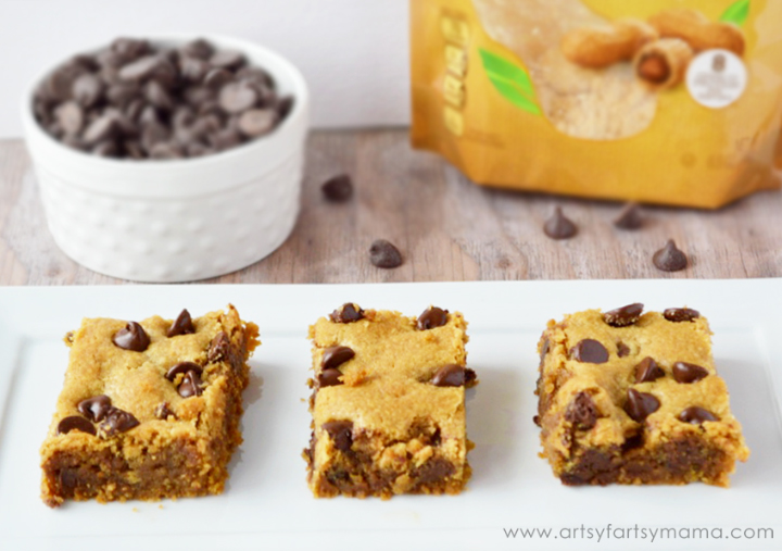 Peanut Butter Chocolate Chip Blondies at artsyfartsymama.com