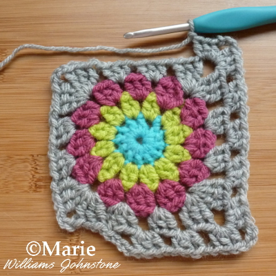 granny square with circle in the middle