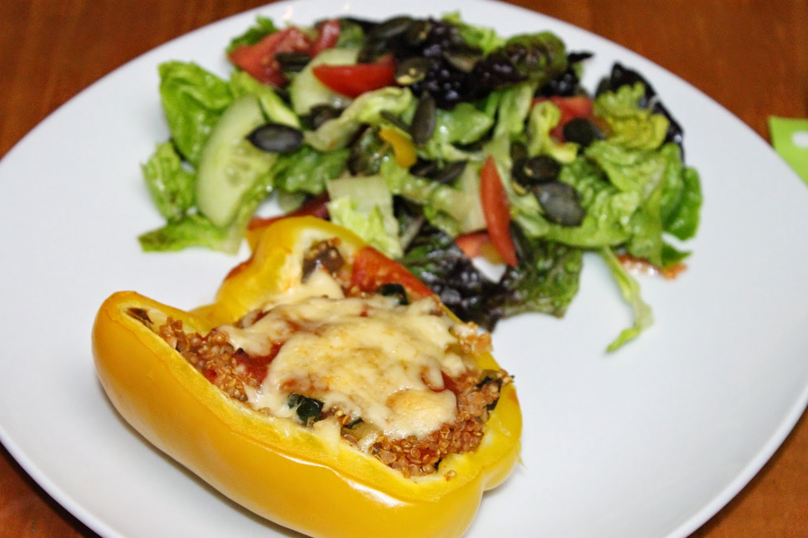 gef llte paprika vegetarisch vegan gesunde quinoa rezepte gebi. Black Bedroom Furniture Sets. Home Design Ideas