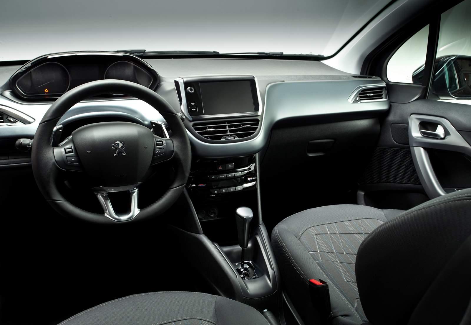 Peugeot 208 griffe fotos consumo pre o e ficha t cnica for Interno peugeot 208