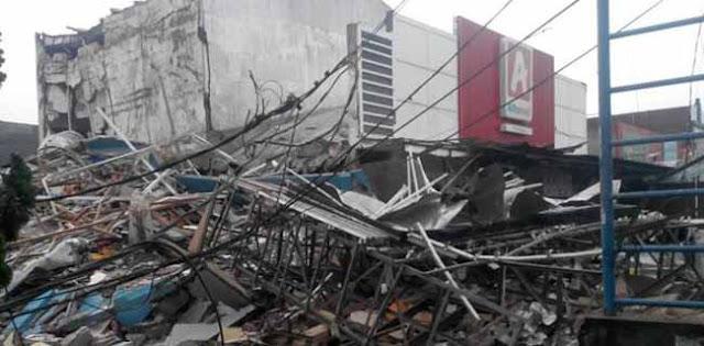 Hot News: Terjadi Ledakan di gerai Pizza PHD Bekasi, Puing Bangunan Terhempas hingga 30 Meter