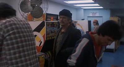 Charles Bronson salón recreativo - película Yo soy la justicia 2