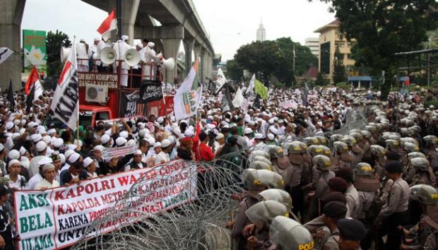 Aksi 112: Polda Metro Melarang, Menteri Wiranto Membolehkan