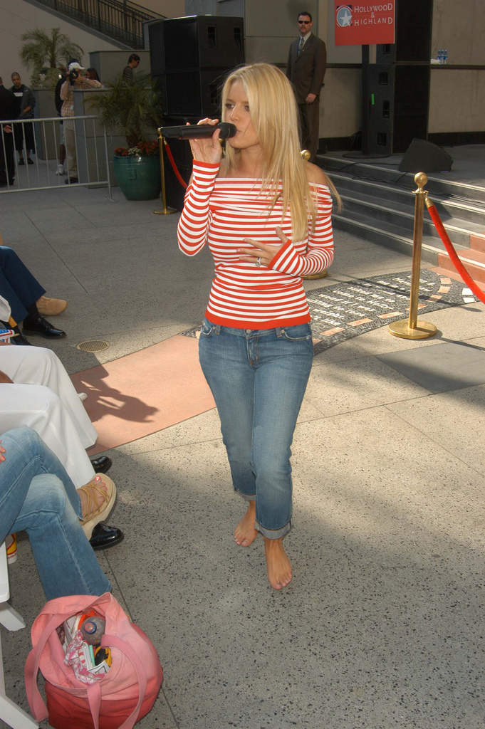 Barefoot Celebrities Jessica Simpson Barefoot In Public