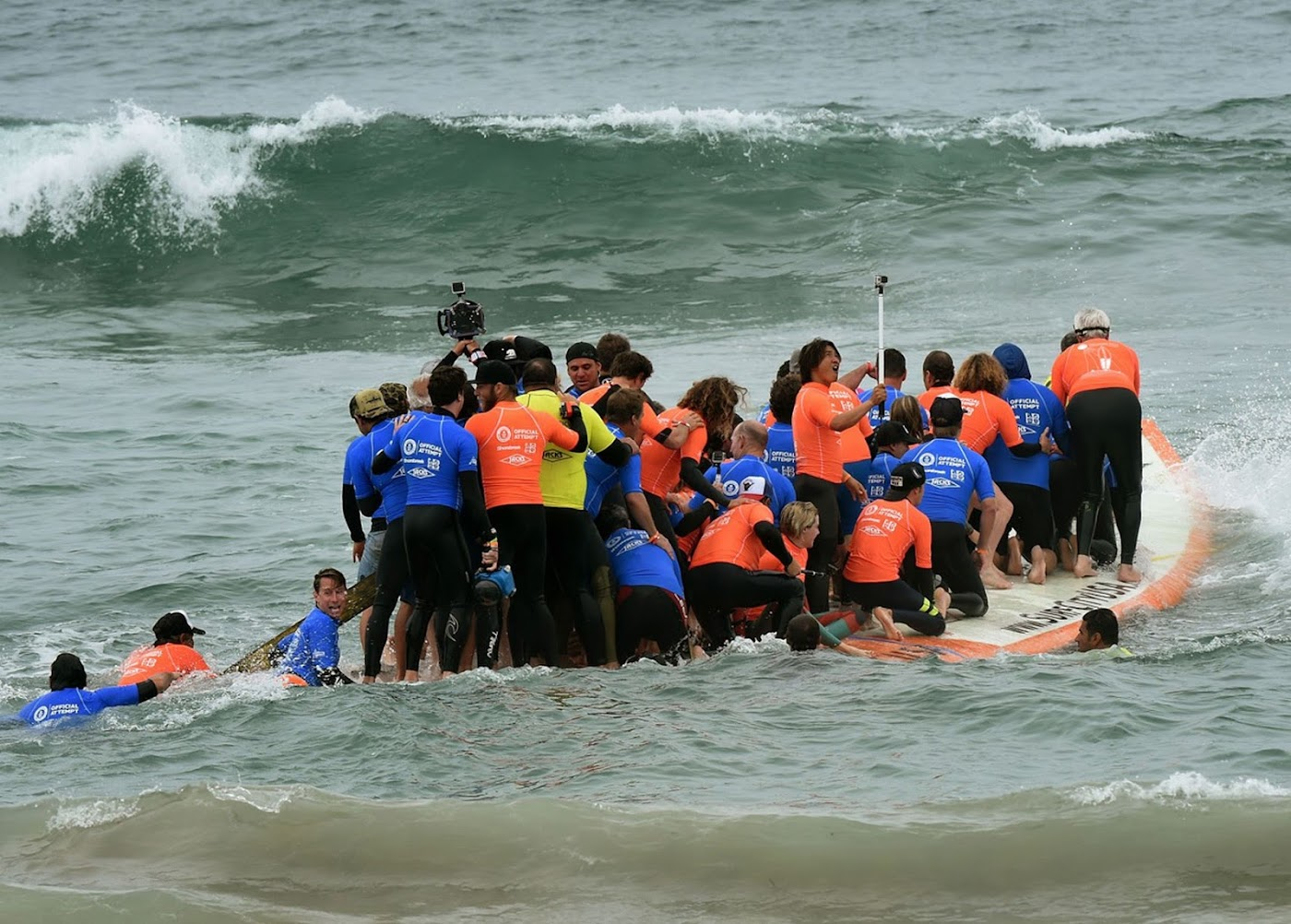 Worlds largest surfboard 03