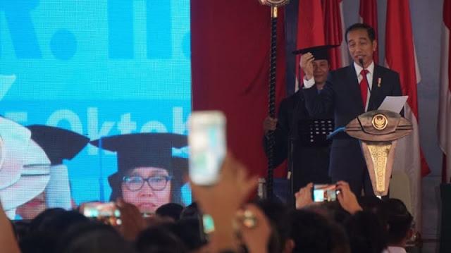 Jokowi Bicara Rekam Jejak Capres di Kampus UKI, Bawaslu: Bukan Kampanye