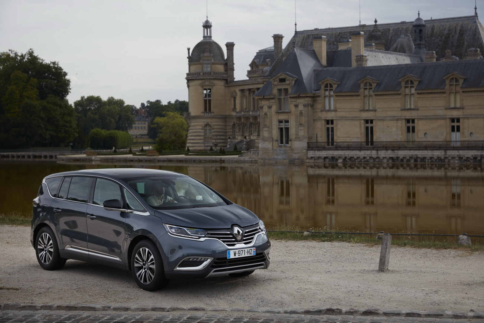 renault launches 2017 espace with alpine s turbo engine. Black Bedroom Furniture Sets. Home Design Ideas