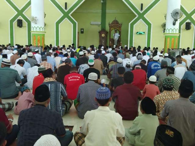 Ma'ruf Amin Jadi Khotib di Masjid Agung Waisai Raja Ampat