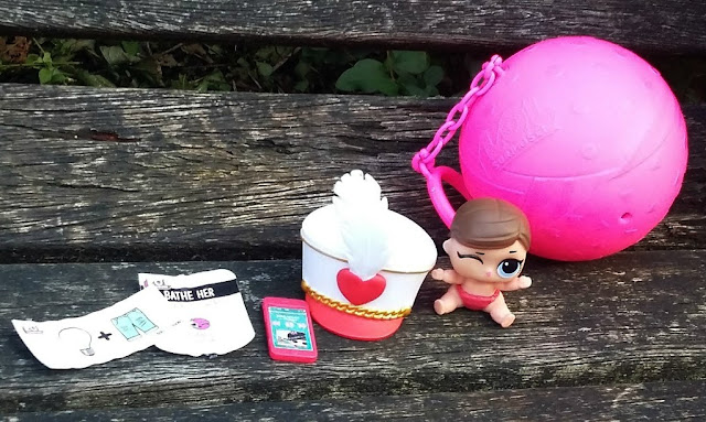 L.O.L. Surprise Dolls Lil' Sisters - Review MGA Entertainment Blind Bag Contents