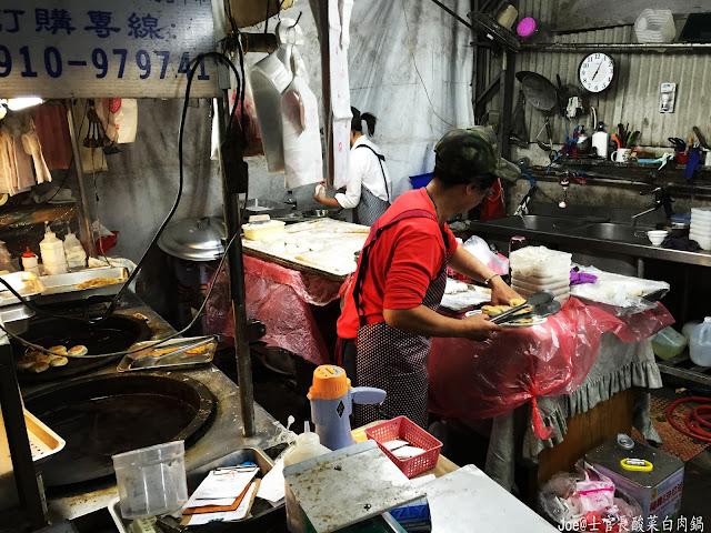IMG 8852 - 【台中美食】士官長酸菜白肉鍋 令人垂涎三尺的好味道 @道地東北料理 @300元火鍋、滷味、東北道地麵食吃到飽