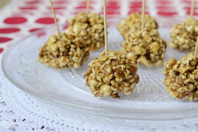 Bolas de palomitas con caramelo