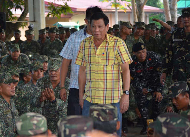 Duterte Gives P250,000 To Families Of Philippine Navy Troops Killed In Anti-Drug Operation!