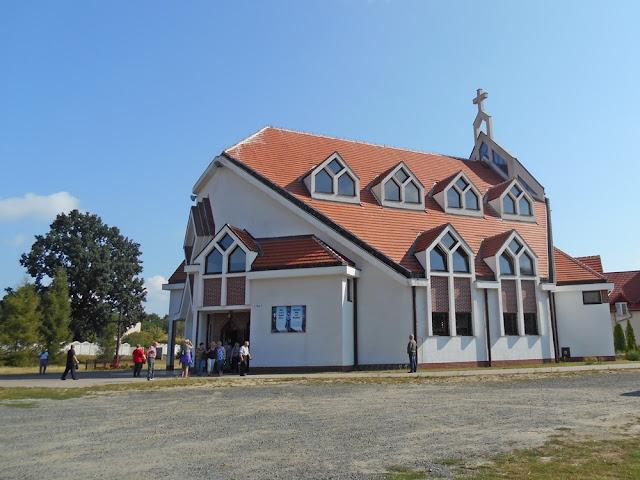 nowy kościół, budowle, wierni, fotografie