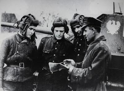 WW2 Polish soldiers of the  Polish People's Army  - Polish White Eagle on tank