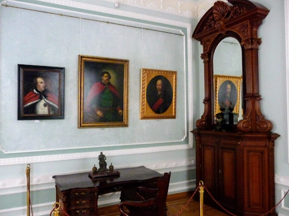 Батурин. Дворец Кирилла Разумовского. Портреты и интерьеры
