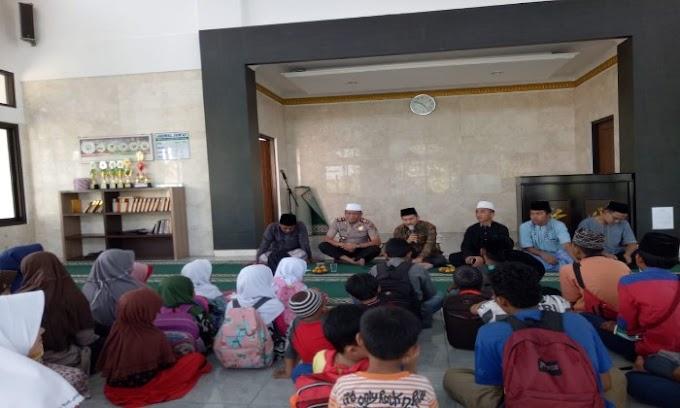 Kunjungi TPQ Sunan Kalijaga, Kapolsek Cisoka Ajak Santri Lebih Giat Belajar Mengaji