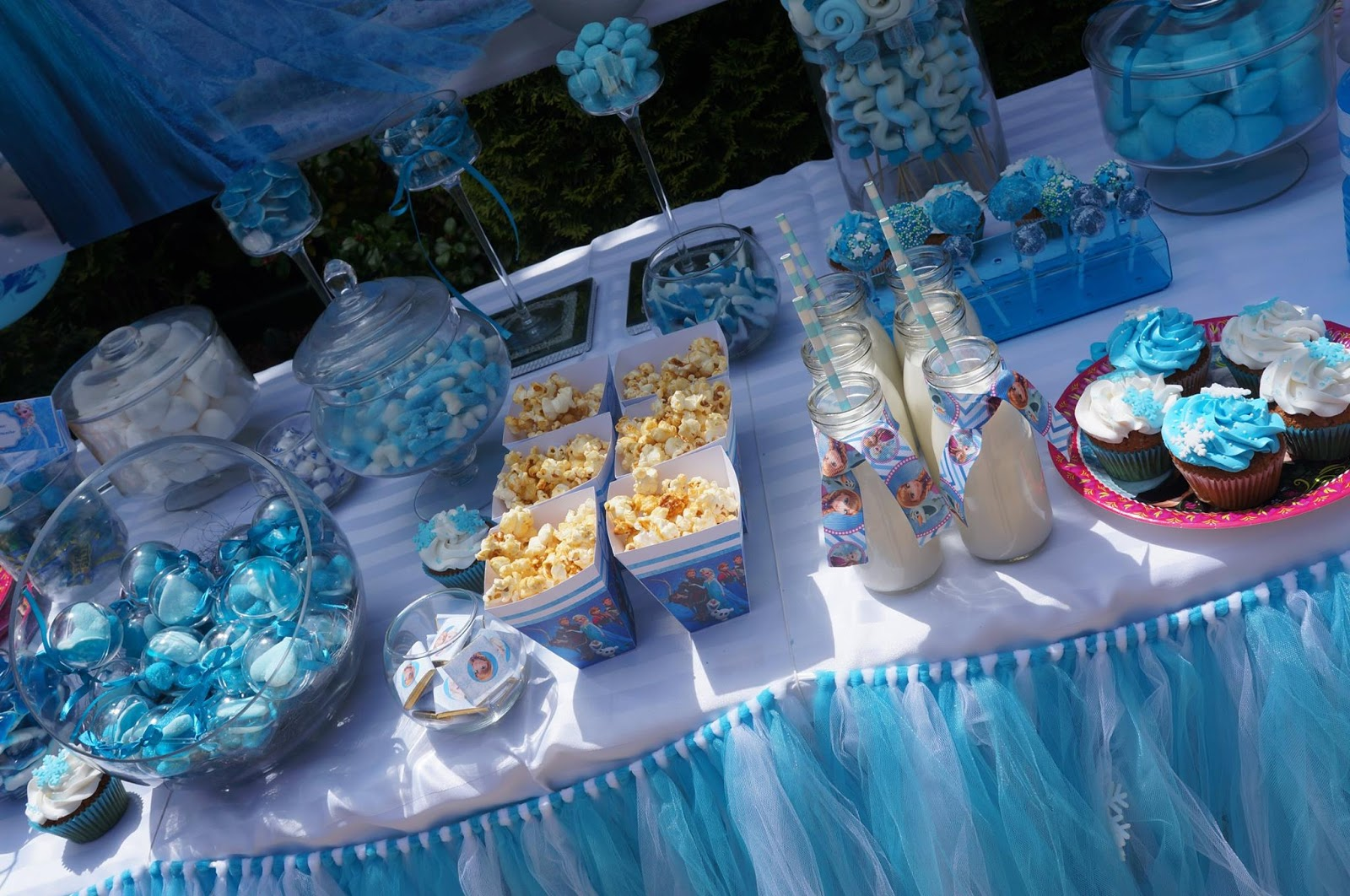 Sweet table anniversaire reine des neiges le candy bar for Decoration theme angleterre